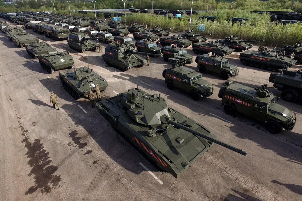 Колонна российских танков