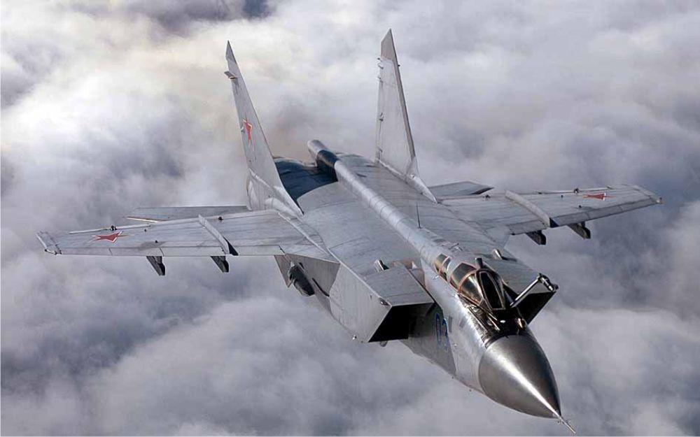 МиГ-31 над облаками