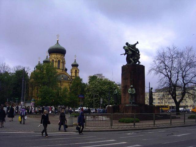 Памятник братства по оружию