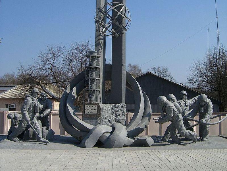 Памятник пожарным, погибшим на ЧАЭС