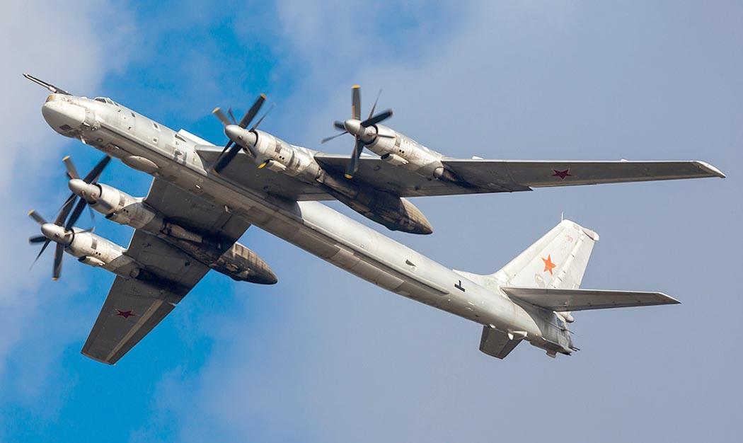 Ракетоносец Ту-95МС в воздухе