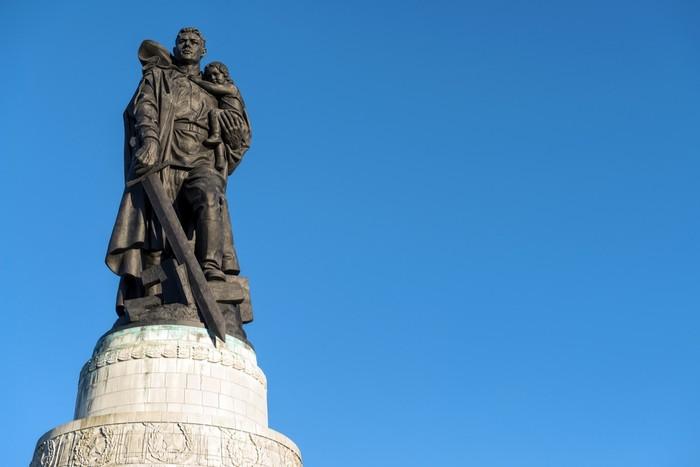 Скульптура «Воина-освободителя»