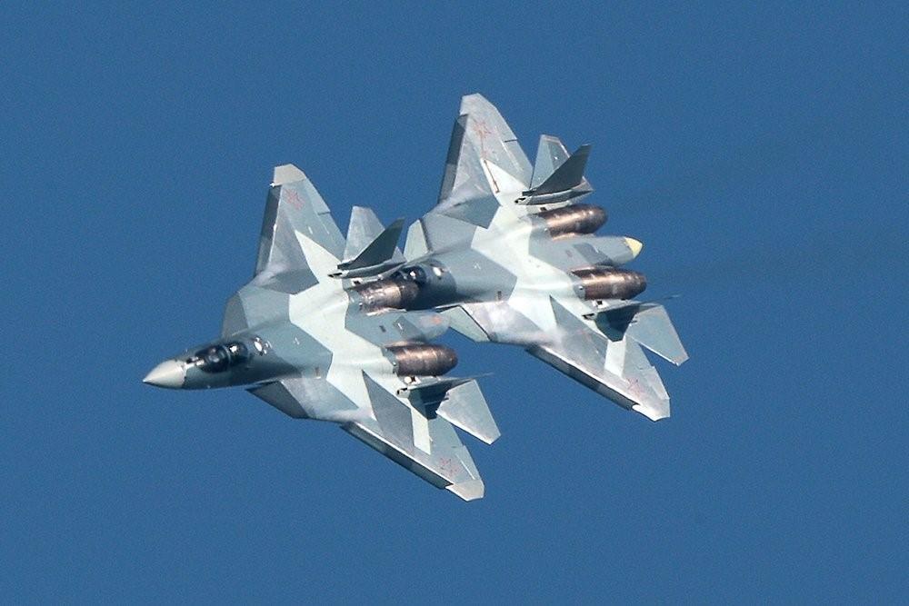 СУ-57 выполняют фигуры высшего пилотажа