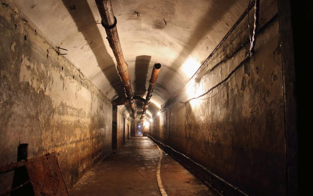 Тоннель в бункере