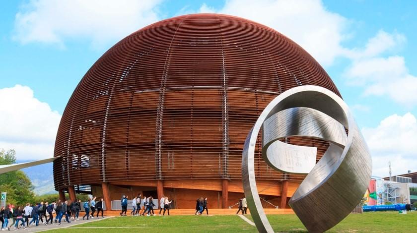 Туристы в ЦЕРНе