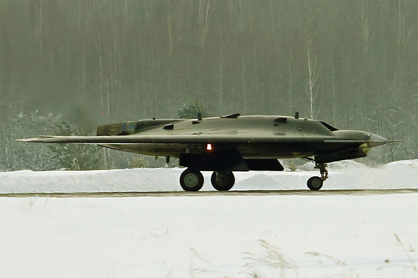 С-70 «Охотник» на ВПП