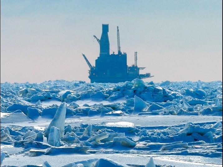Буровая установка во льдах