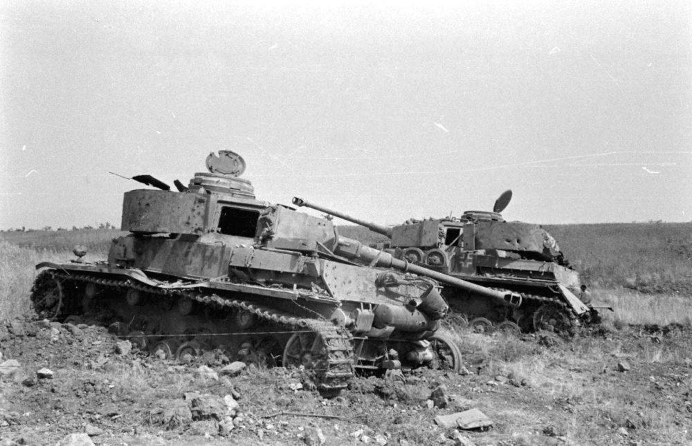 Два разбитых немецких танка