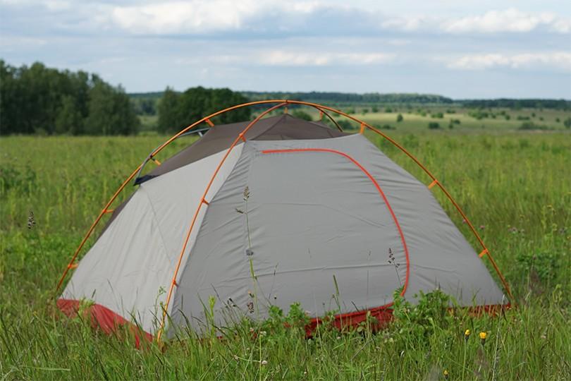 Установленная палатка