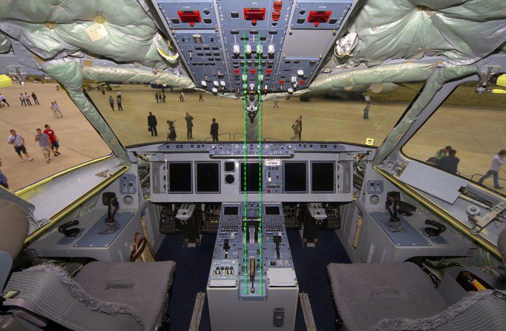 Кабина пилотов SSJ100