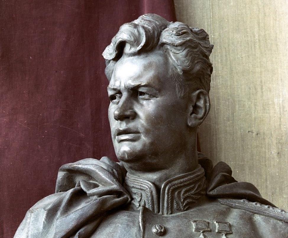 Памятник Черняховскому