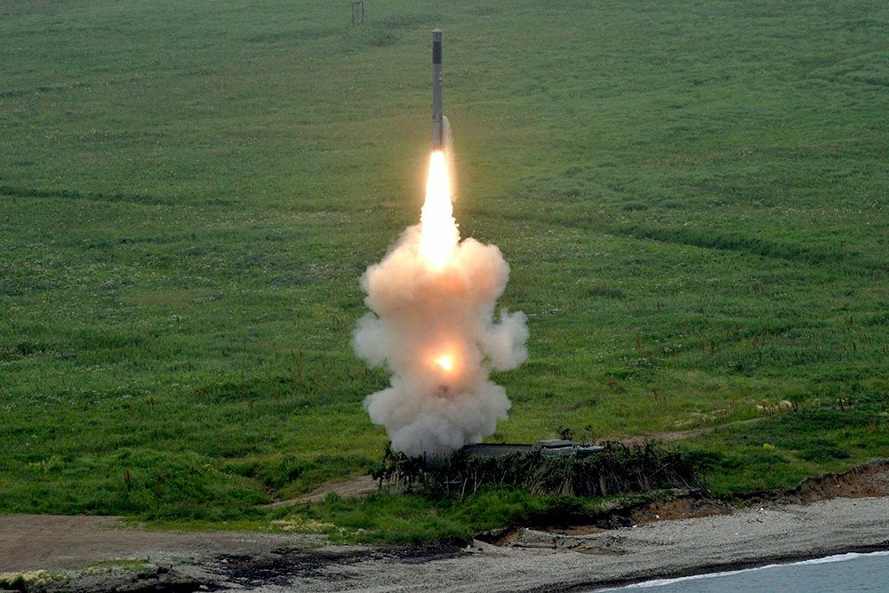 Пуск ракет с «Бастиона»