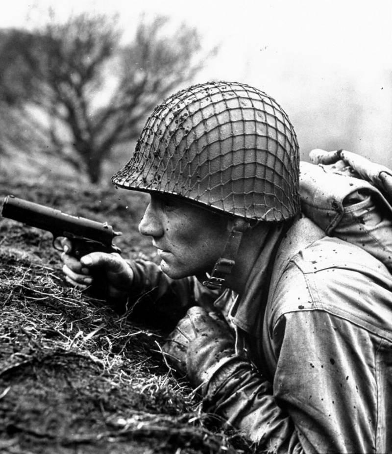Солдат с Colt M1911