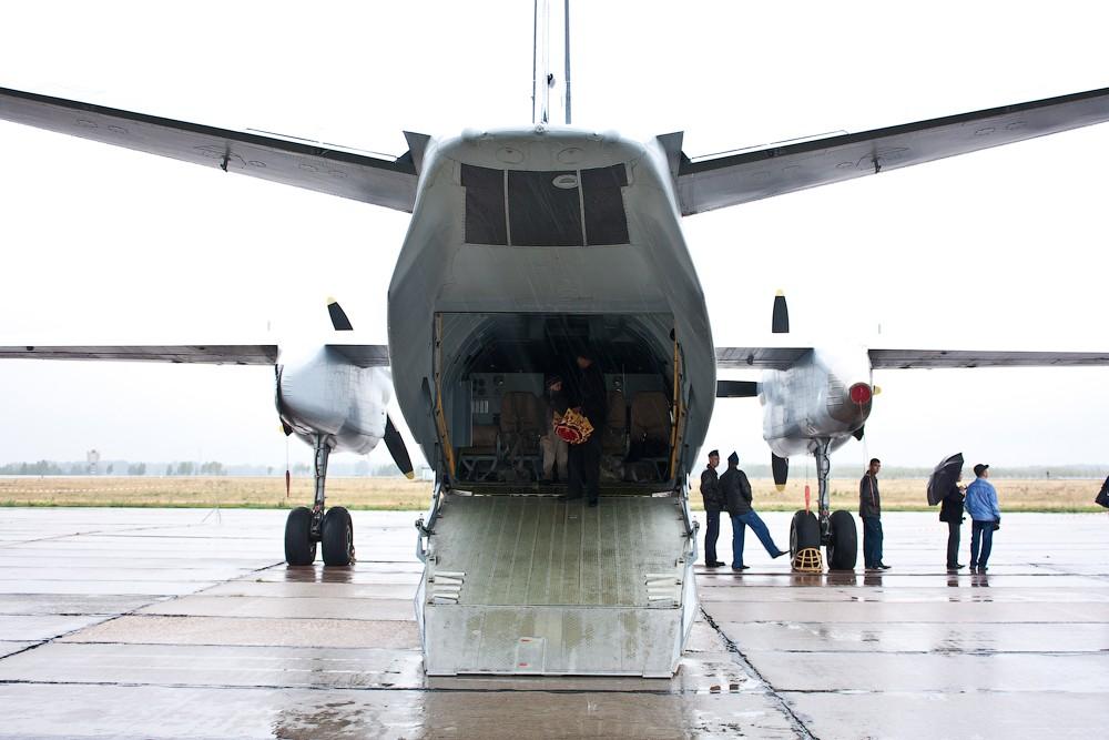 Ан-26 с открытой рампой