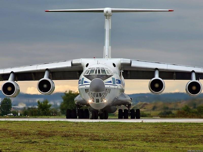 Ил-76 на ВПП