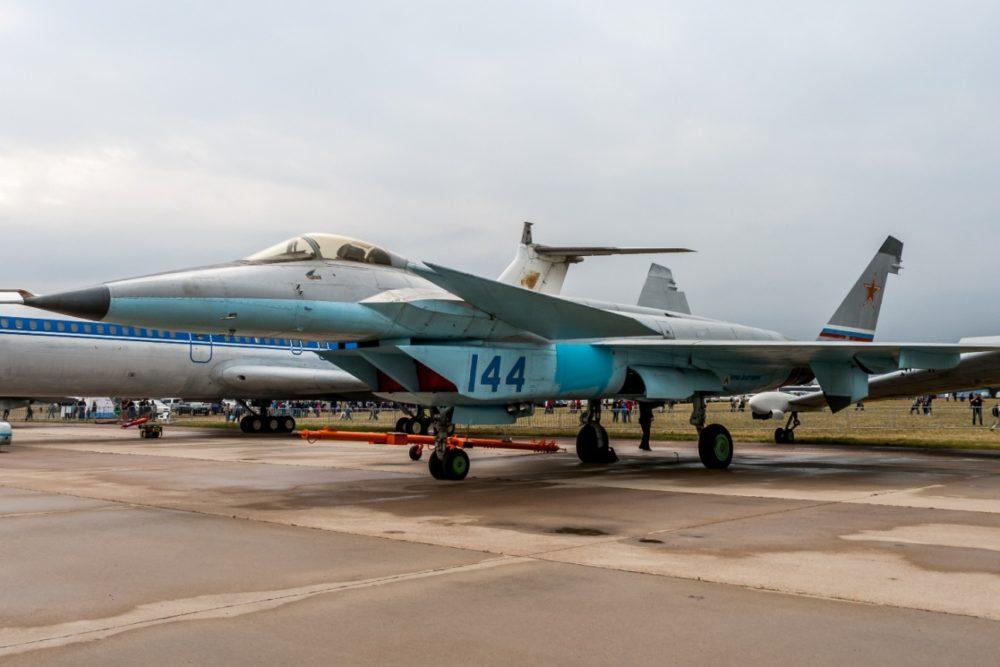 Истребитель МиГ 1.44