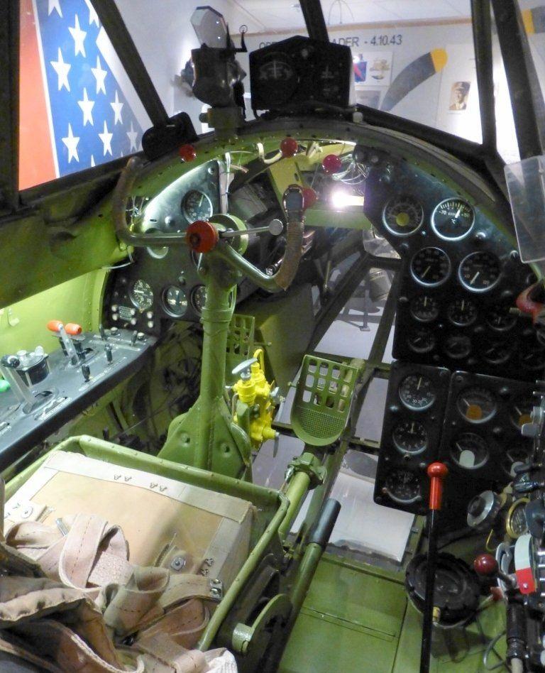 Кабина пилота Пе-2