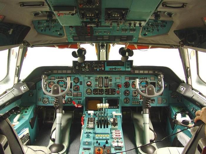 Кабина пилотов Ан-124
