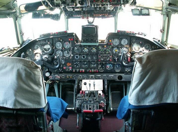 Кабина пилотов Ан-24