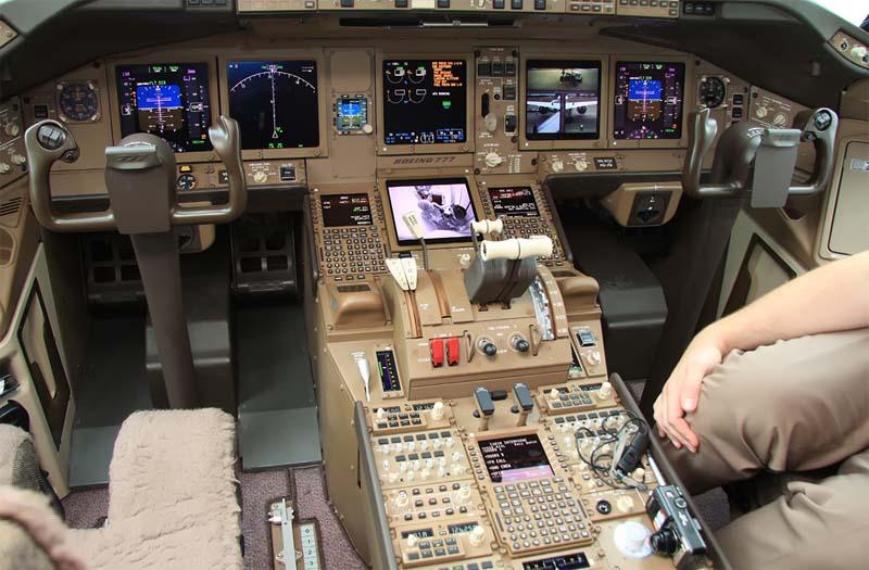 Кабина пилотов Boeing 777-300ER