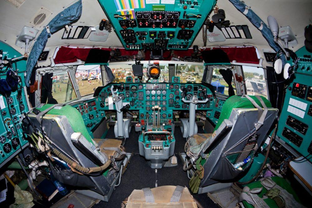 Кабина пилотов Ил-76