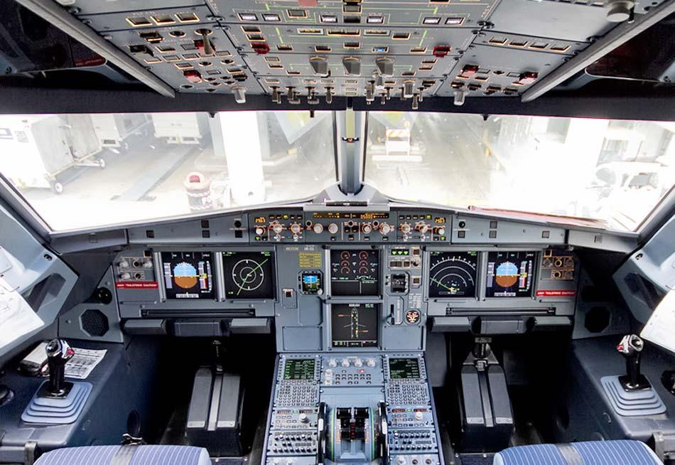 Кабина пилотов в А321