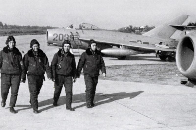 Лётчики и МиГ-17Ф