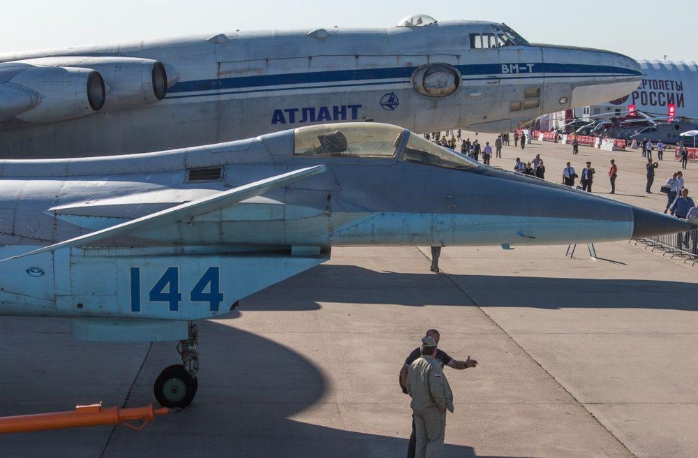 МиГ 1.44 на выставке