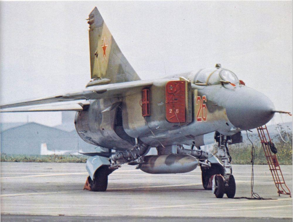 МиГ-23 с подвесным баком