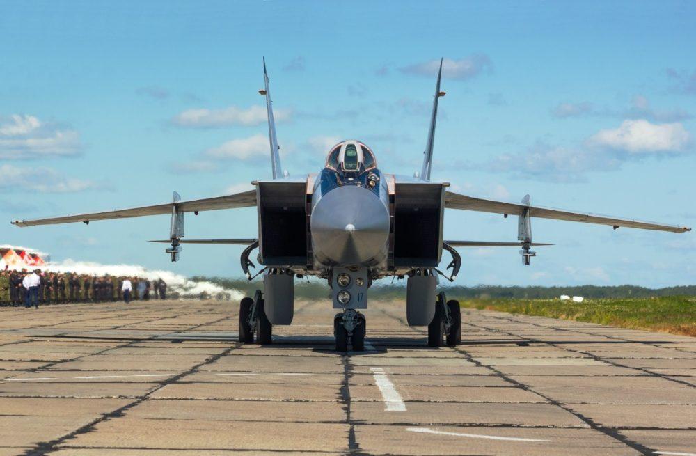 МиГ-31, вид спереди