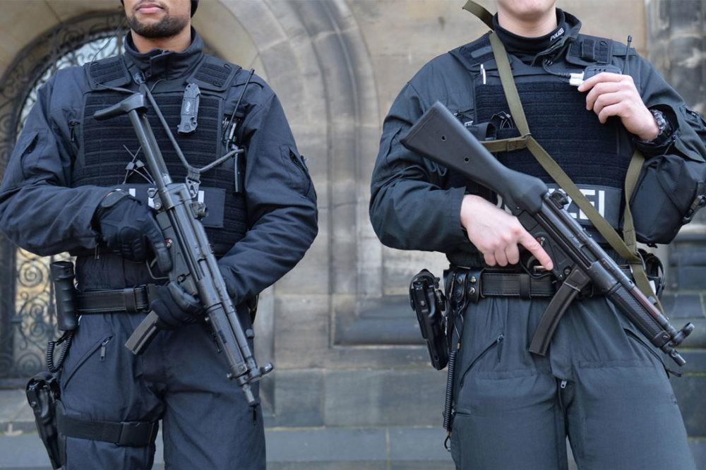 Полиция Бремена с MP5