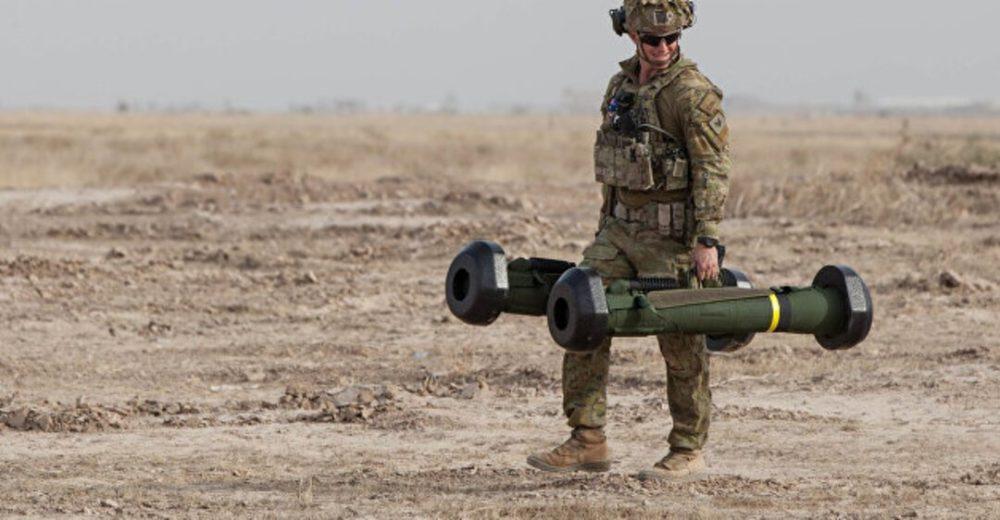 Солдат с двумя Javelin
