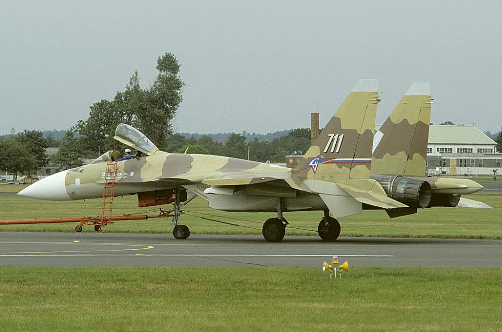 Су-37 на аэродроме