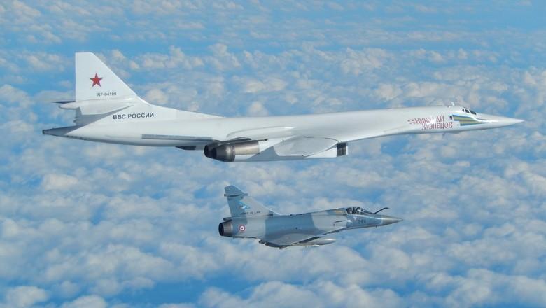 Ту-160 и F-16
