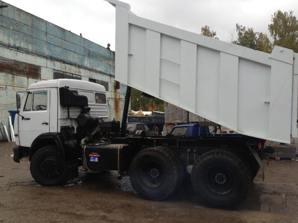 КамАЗ-55111 с приподнятым кузовом