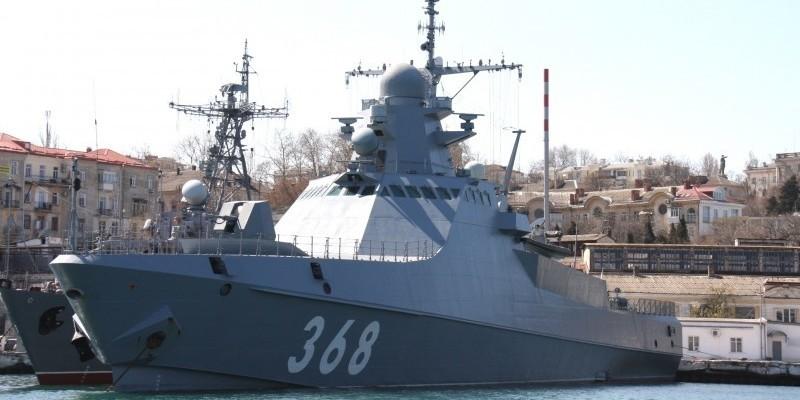 Корабль проекта 22160 на стоянке