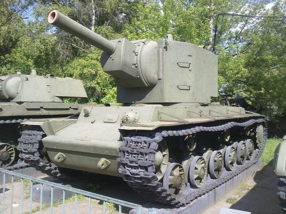Памятник КВ-2