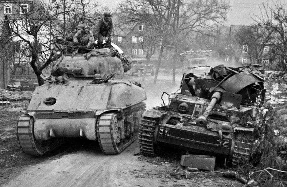 «Шерман» и уничтоженный Pz.IV
