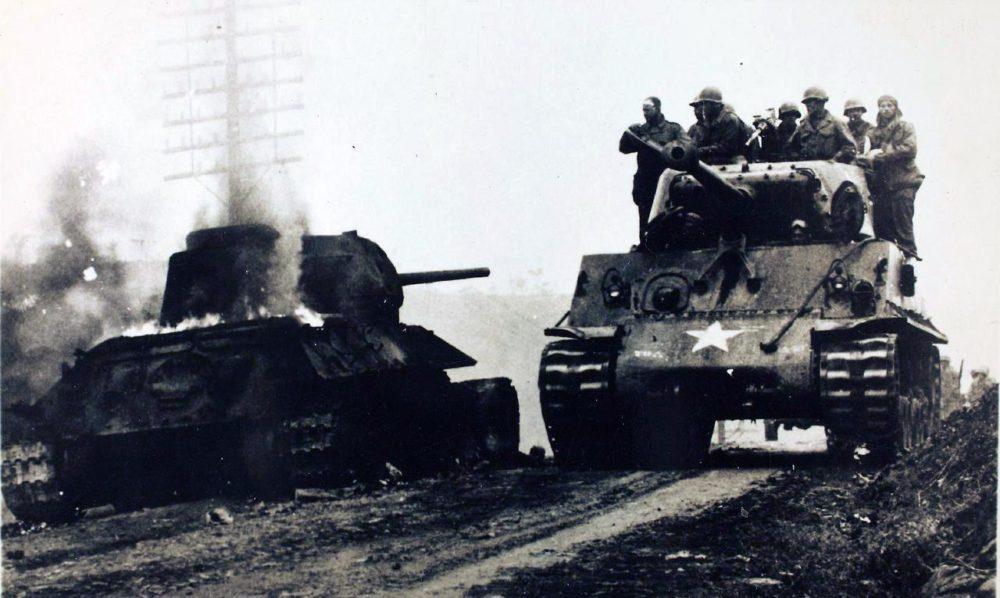 «Шерман» и уничтоженный Т-34