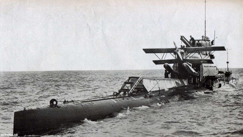 Субмарина с самолётом