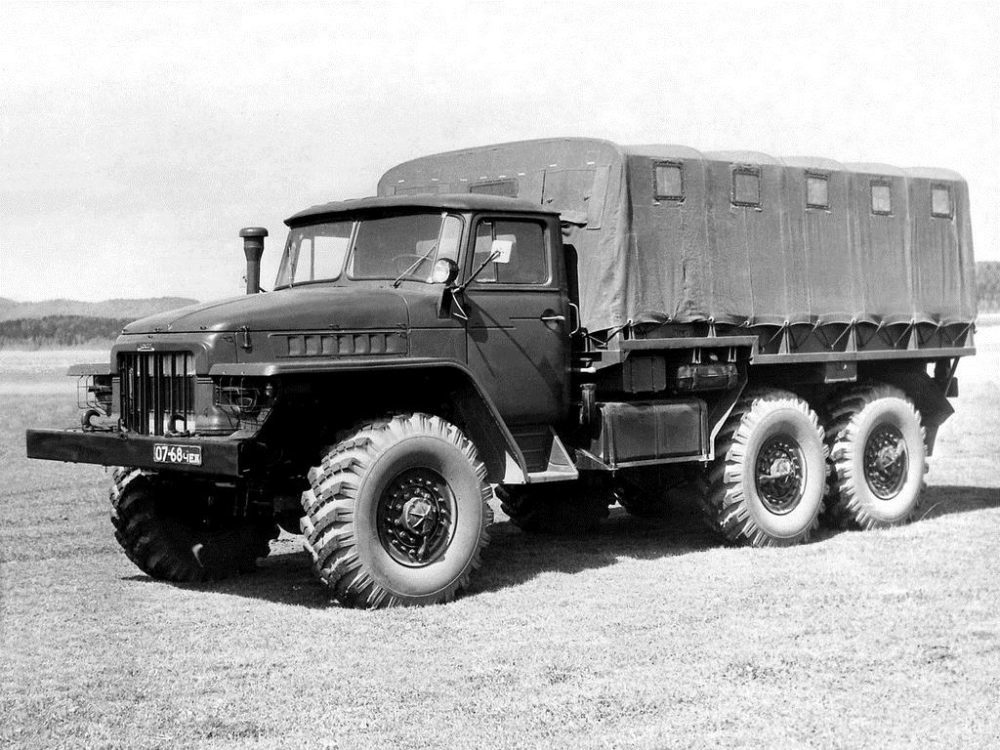 Урал-375 с тентом