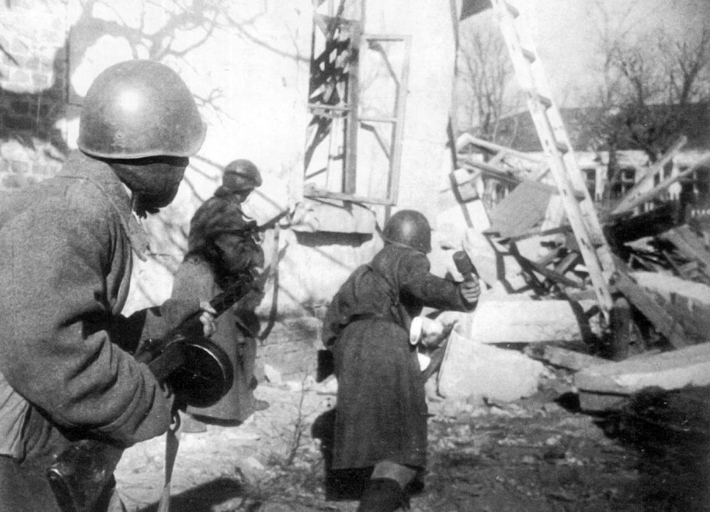 Советские бойцы в Сталинграде