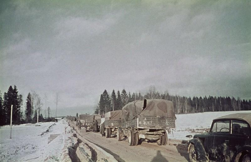 Немецкая колонна близ Волоколамска