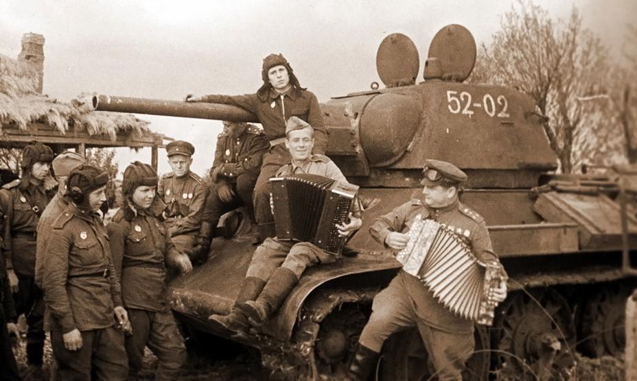 Отдых советских танкистов