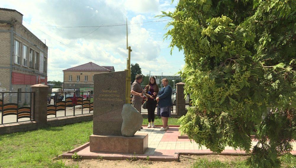Памятник в посёлке Детчино