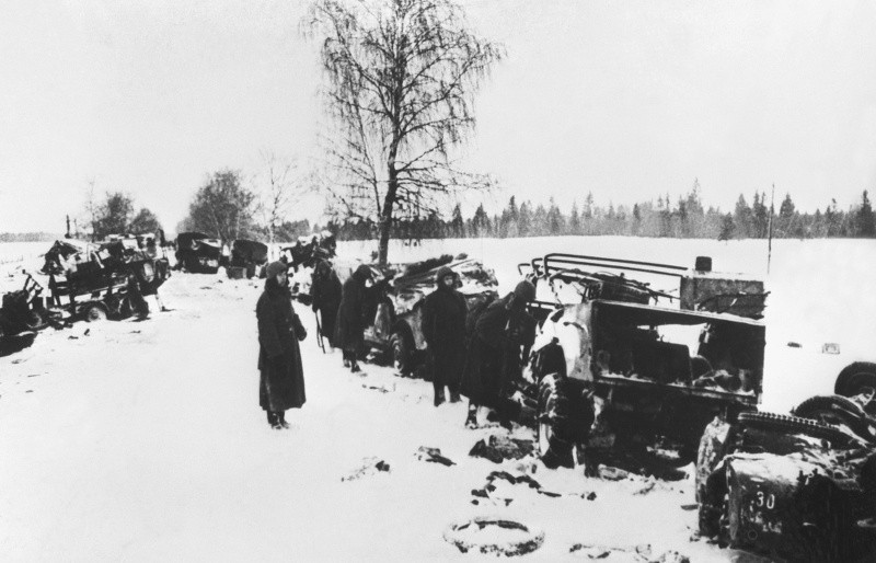 Разбитая немецкая автоколонна