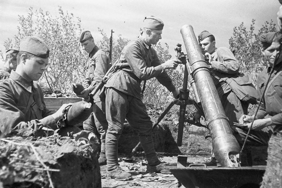 Советские минометчики на Курской дуге
