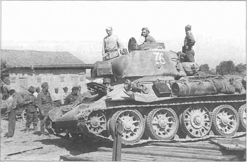 Советские танкисты в Харькове
