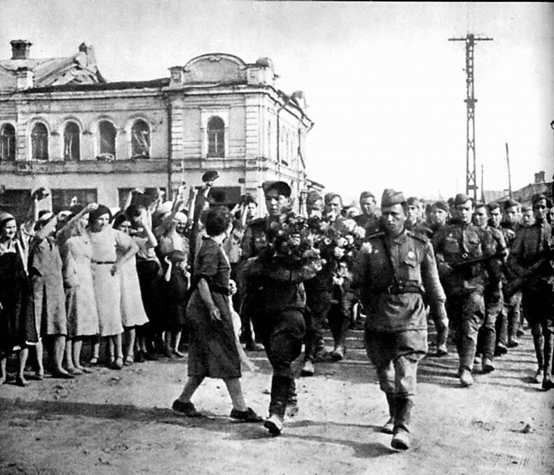 Советские войска в Орле