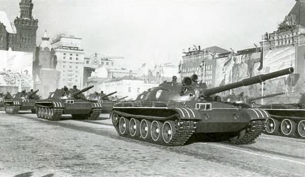 Т-62 на Красной площади